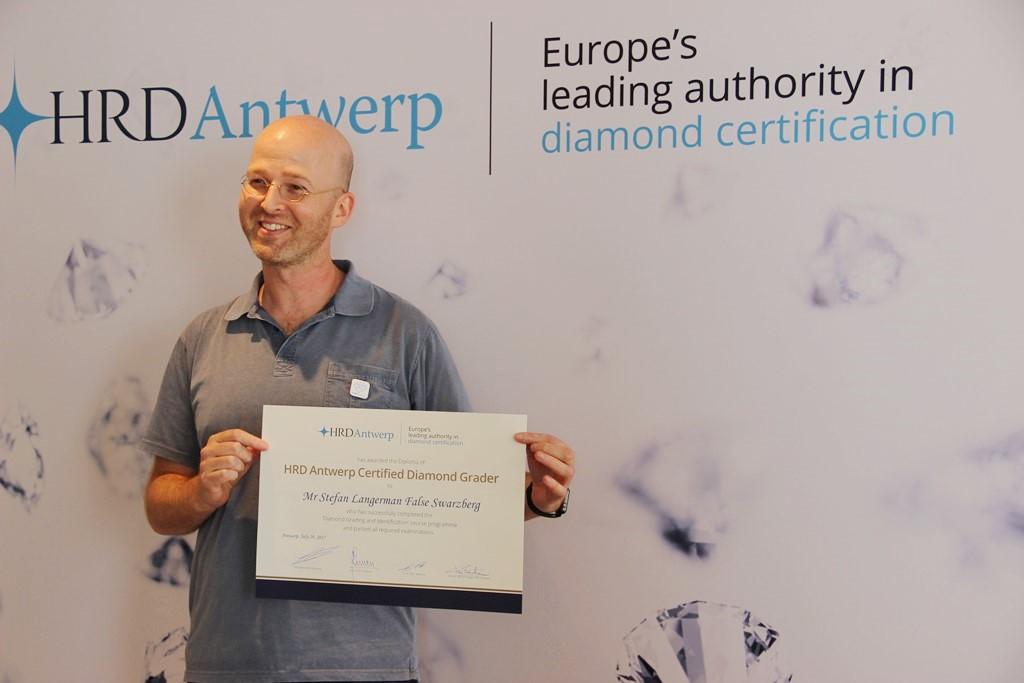 Certified Diamond Grader   English