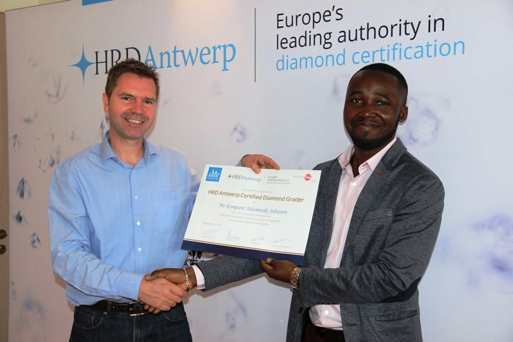 Private course CEEC, DRC – Advanced Sorting and Planning of Rough Diamonds  French